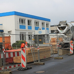 "Major parts of the street ""Schottener Weg"" are now used as storage for the building site…"