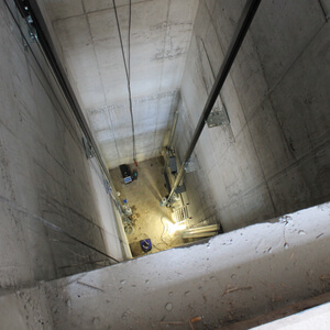 The elevator shaft, seen from the 2nd floor. The guide rails are fixed.